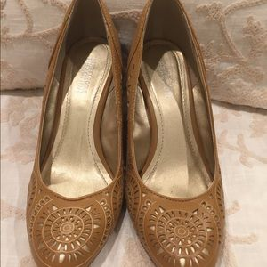 Kenneth Cole Tan And Gold Laser-cut Wedges